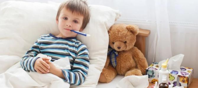 Как правильно лечить ребёнка от простуды и избежать осложнений?